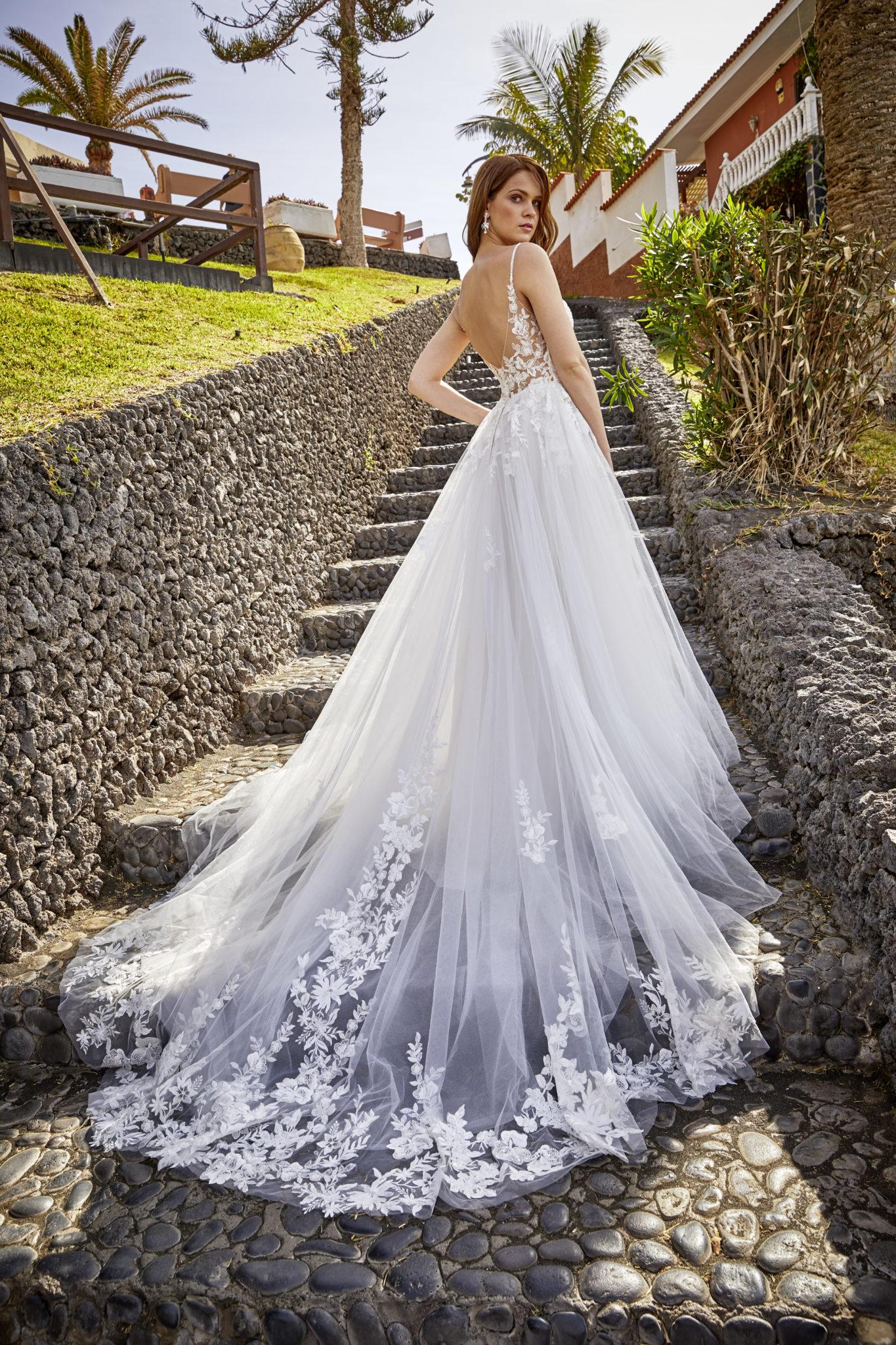 Brautkleid A-Linie mit auslaufender Spitze und langer